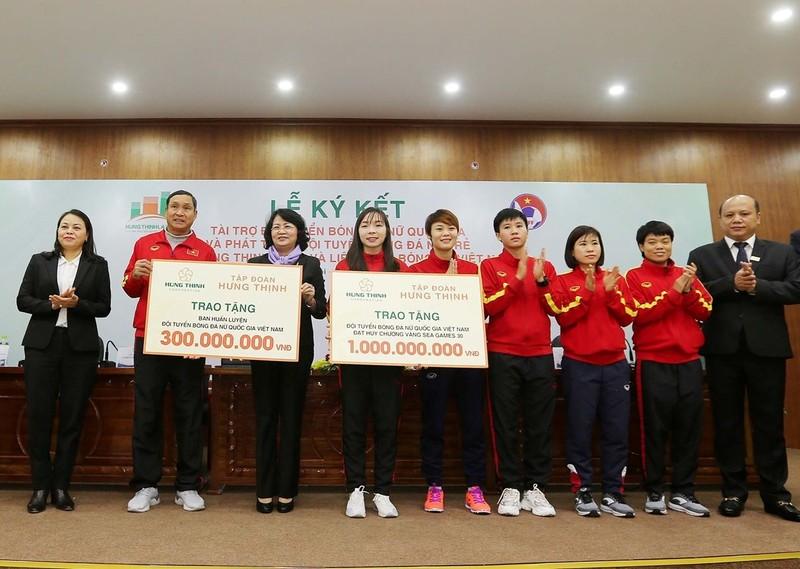 Tiền thưởng chưa đến tay, tuyển nữ VN tập trung cho Olympic - ảnh 4