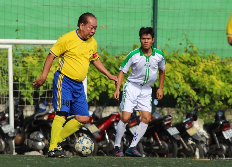 Võ Thành Sơn và NSND Việt Anh lo tết cho cựu tuyển thủ nghèo - ảnh 6