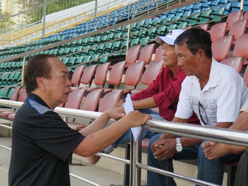 Võ Thành Sơn và NSND Việt Anh lo tết cho cựu tuyển thủ nghèo - ảnh 4