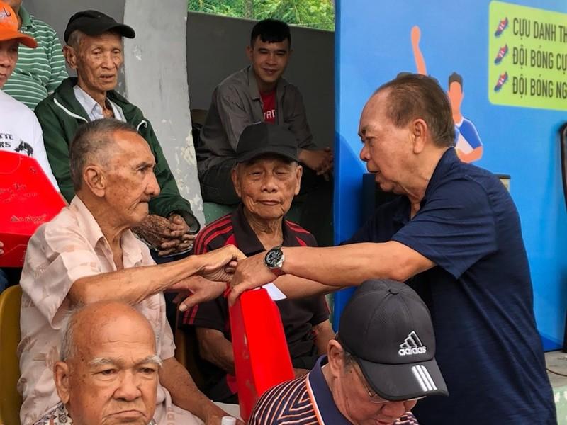 Cặp trung phong gần 140 tuổi sống lại một thời hào hùng! - ảnh 3