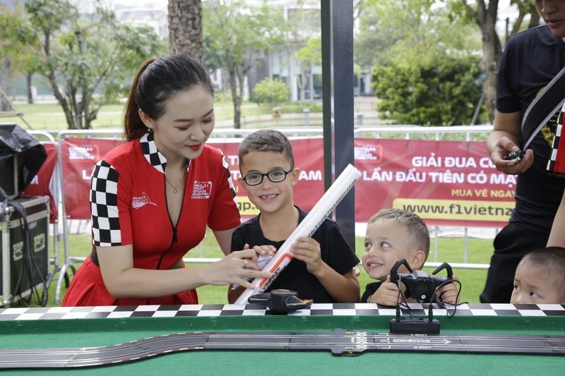 'Go Vietnam Now!' - gay cấn chặng đua F1 đầu tiên tại Việt Nam - ảnh 1