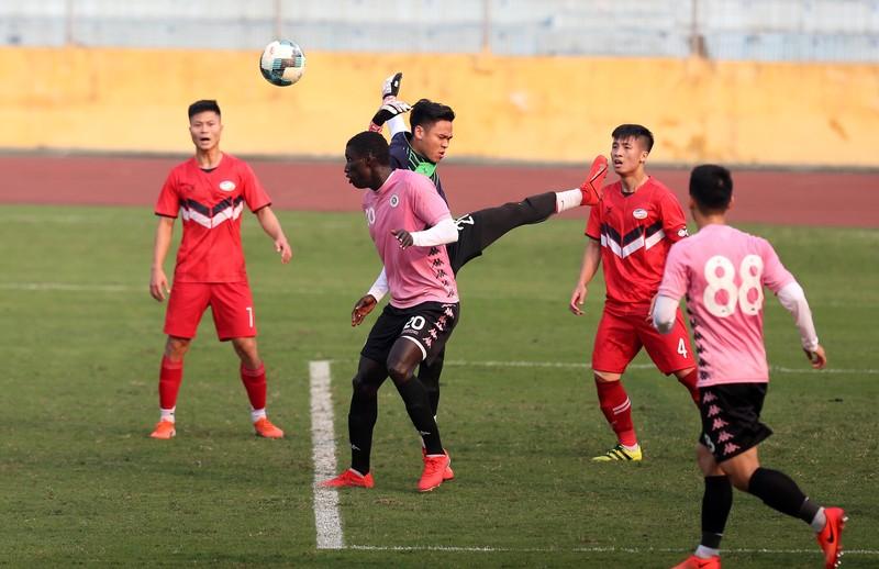 Dàn tuyển thủ Việt Nam giao đấu trên sân Hàng Đẫy - ảnh 15