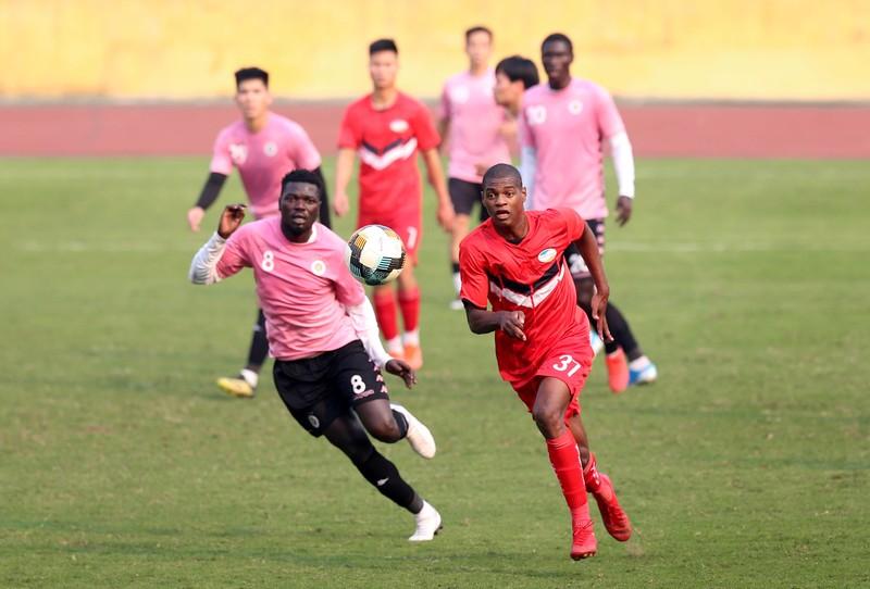 Dàn tuyển thủ Việt Nam giao đấu trên sân Hàng Đẫy - ảnh 11