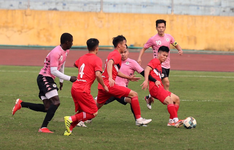 Dàn tuyển thủ Việt Nam giao đấu trên sân Hàng Đẫy - ảnh 14