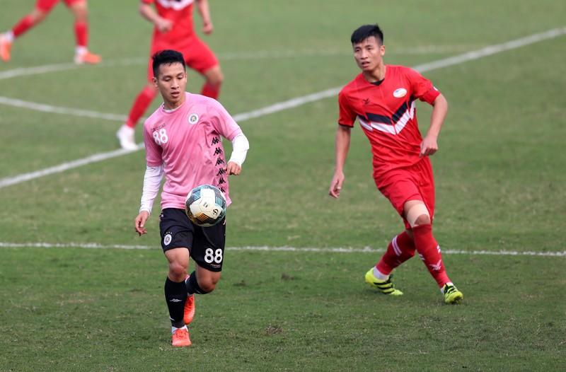 Dàn tuyển thủ Việt Nam giao đấu trên sân Hàng Đẫy - ảnh 12