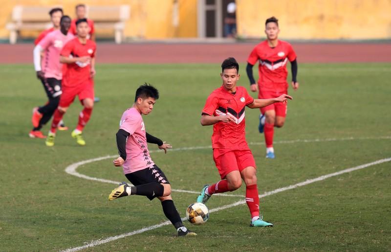 Dàn tuyển thủ Việt Nam giao đấu trên sân Hàng Đẫy - ảnh 6