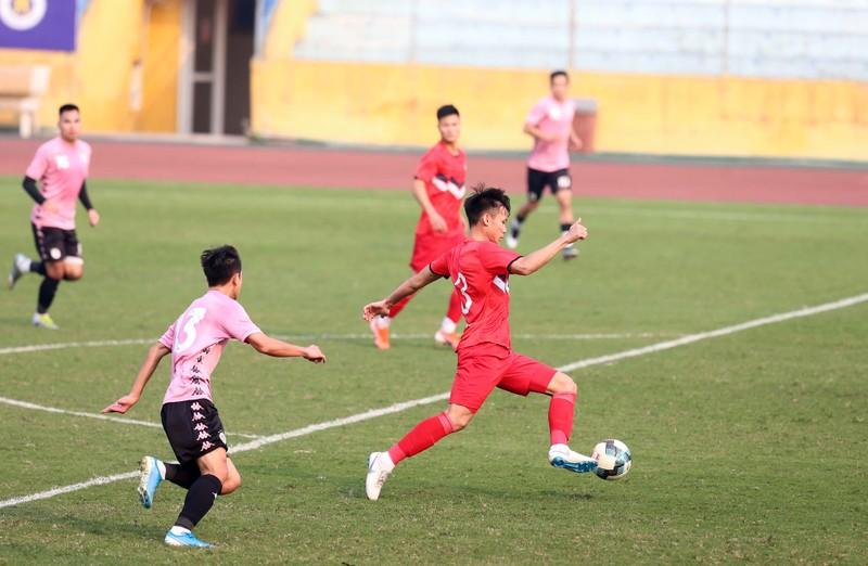 Dàn tuyển thủ Việt Nam giao đấu trên sân Hàng Đẫy - ảnh 9