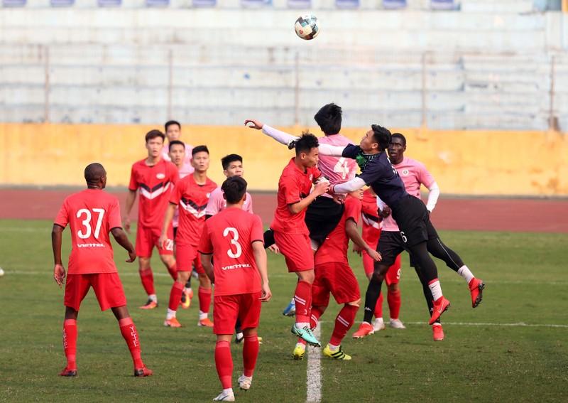 Dàn tuyển thủ Việt Nam giao đấu trên sân Hàng Đẫy - ảnh 1