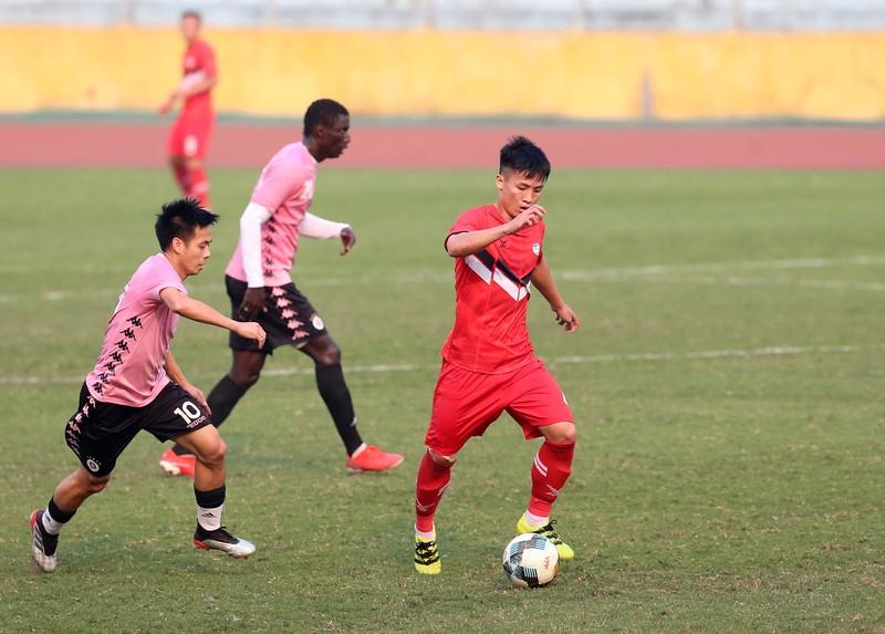 Dàn tuyển thủ Việt Nam giao đấu trên sân Hàng Đẫy - ảnh 2