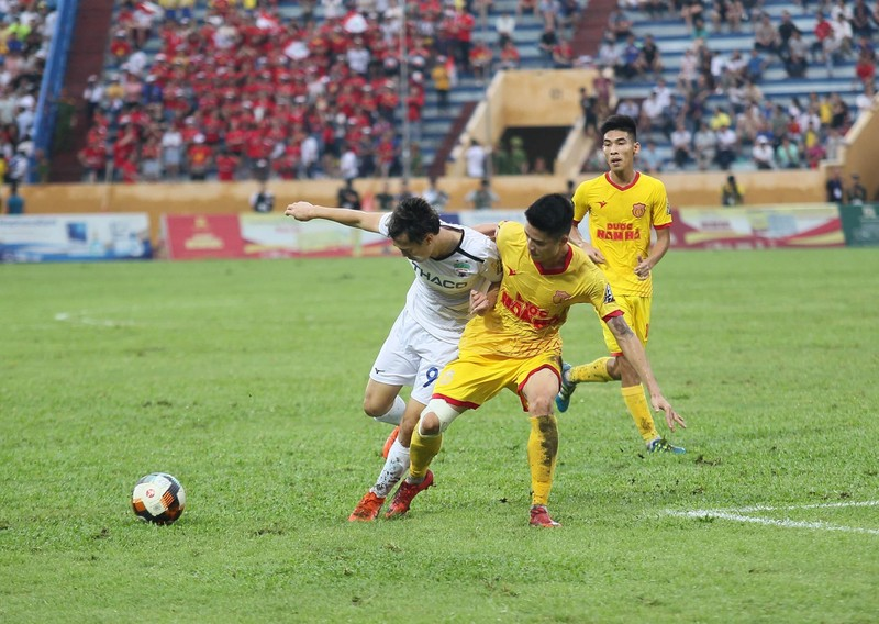 Các CLB V-League 'khóc ròng' vì sân bóng đóng cửa - ảnh 3