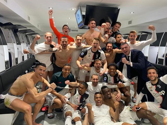 Ý: Thêm 4 cầu thủ Sampdoria và bác sĩ dương tính với COVID-19 - ảnh 1