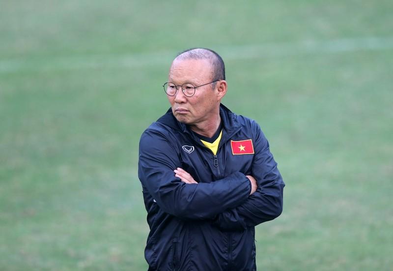 Thầy Park chứng kiến Quang Hải và đồng đội thua nặng - ảnh 1