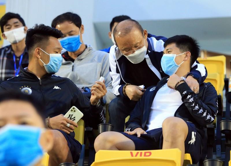 Thầy Park chứng kiến Quang Hải và đồng đội thua nặng - ảnh 5