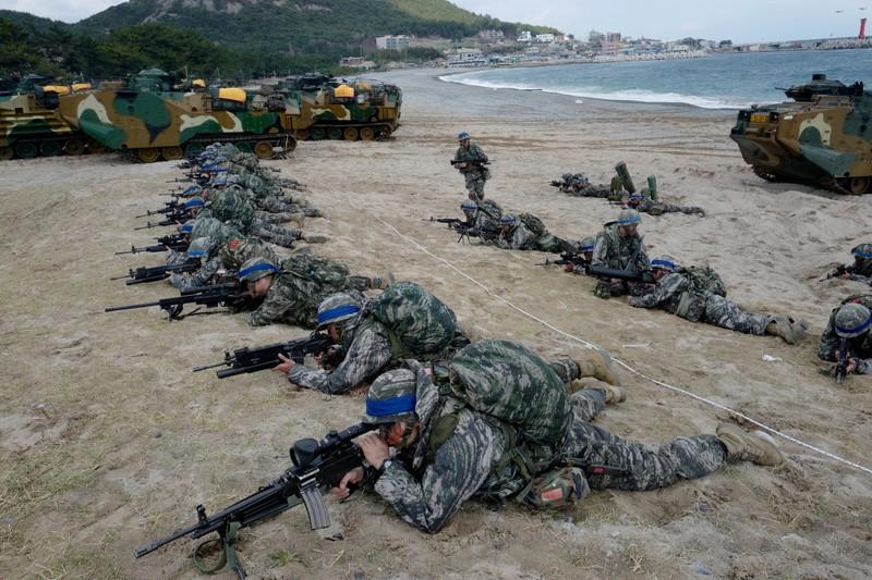 Tiền đạo Son Heung-min gia nhập thủy quân lục chiến Hàn Quốc - ảnh 2