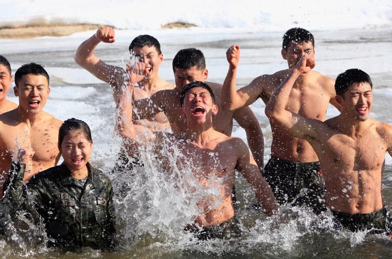 Tiền đạo Son Heung-min gia nhập thủy quân lục chiến Hàn Quốc - ảnh 3