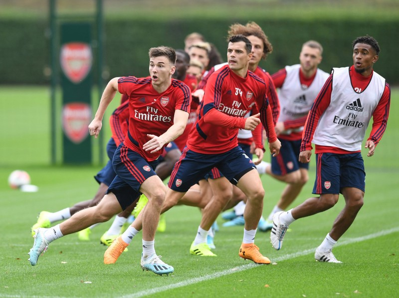 Arsenal ra sân tập, Chelsea chơi đẹp mùa dịch COVID-19 - ảnh 1