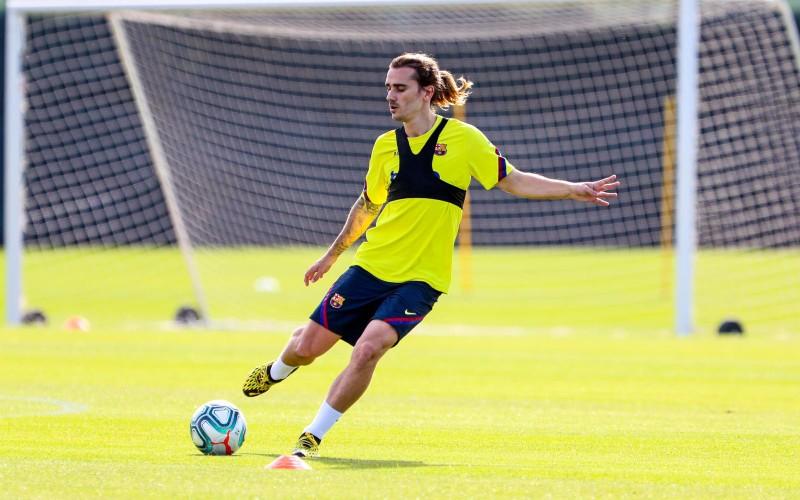Messi ra sân tập luyện, La Liga tái xuất - ảnh 1