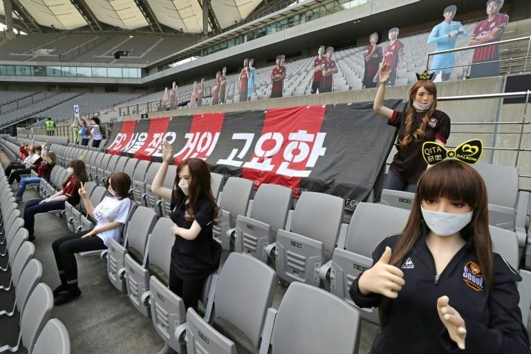 CLB của Hàn Quốc xin lỗi vì khán giả 'búp bê tình dục' - ảnh 1