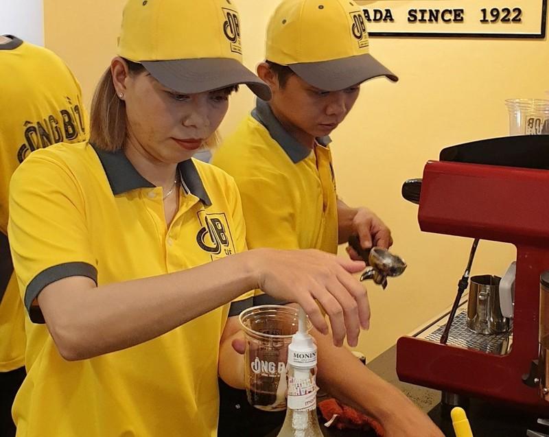 Thủ môn Kiều Trinh bán cà phê Ông Bầu nuôi... bóng đá - ảnh 4