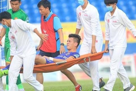 Sau hai tiền đạo, ông Park lại lo Trọng Hoàng chấn thương - ảnh 3