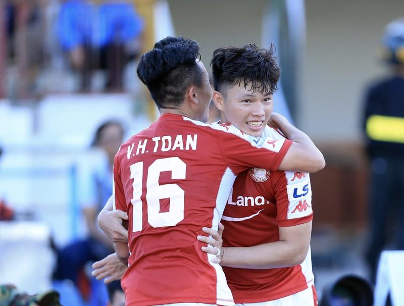 Công Phượng và đồng đội TP.HCM đại thắng SL Nghệ An 3-1 - ảnh 1