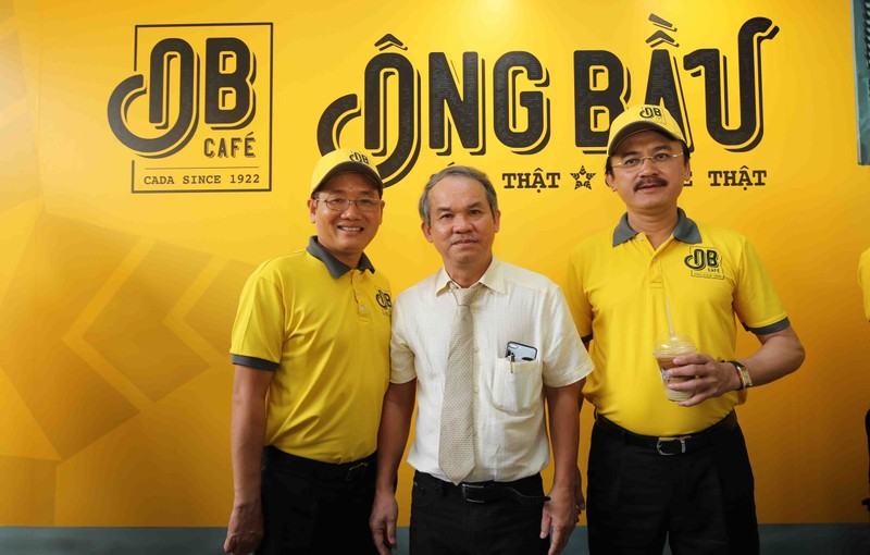 3 ông bầu, 100 quán cà phê và câu chuyện 1.000 đồng - ảnh 1