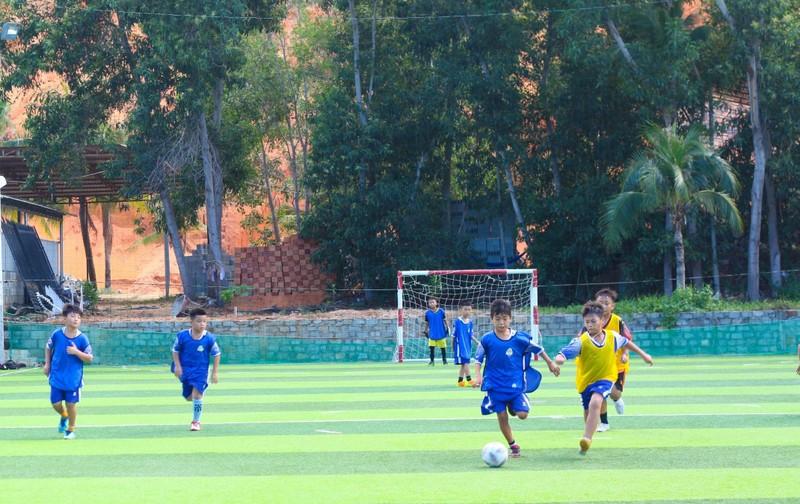 Vui khỏe với lớp bóng đá Lê Thanh Phong - ảnh 3