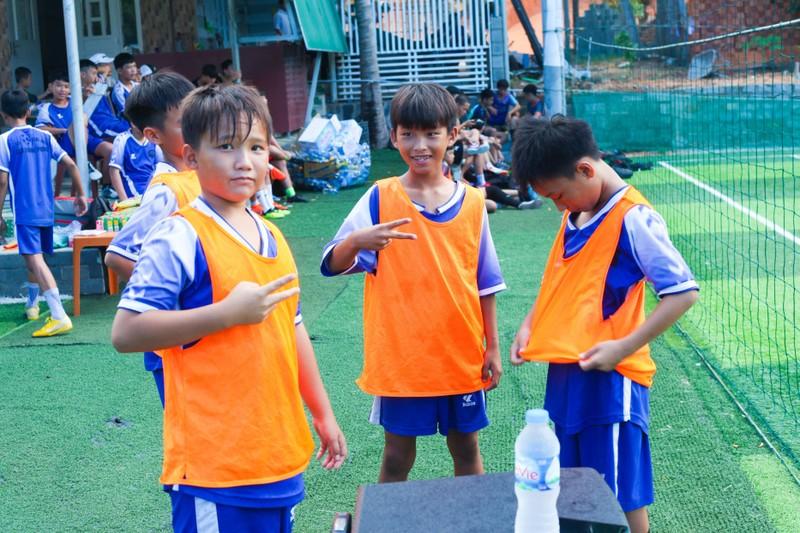 Vui khỏe với lớp bóng đá Lê Thanh Phong - ảnh 4