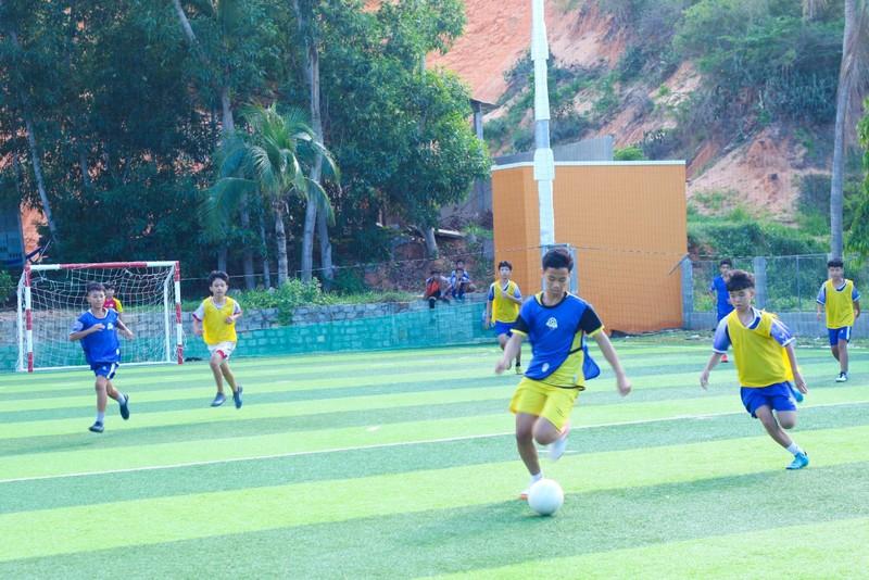 Vui khỏe với lớp bóng đá Lê Thanh Phong - ảnh 2