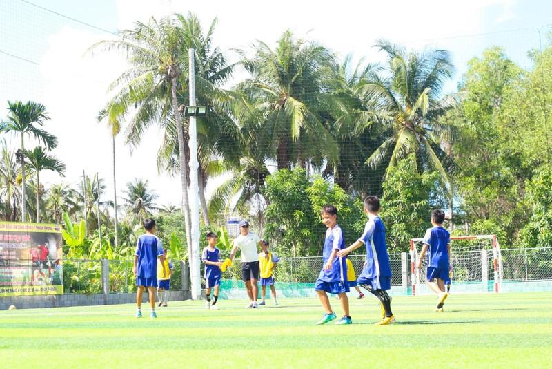 Vui khỏe với lớp bóng đá Lê Thanh Phong - ảnh 1