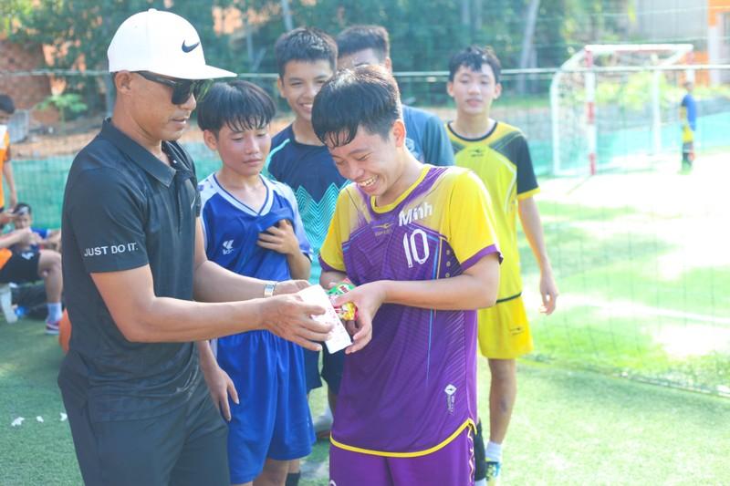 Vui khỏe với lớp bóng đá Lê Thanh Phong - ảnh 14