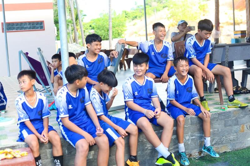 Vui khỏe với lớp bóng đá Lê Thanh Phong - ảnh 11