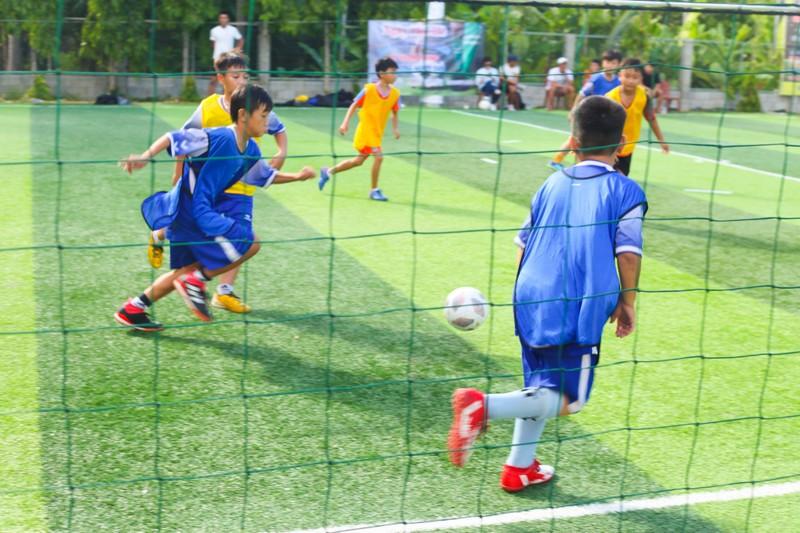 Vui khỏe với lớp bóng đá Lê Thanh Phong - ảnh 15