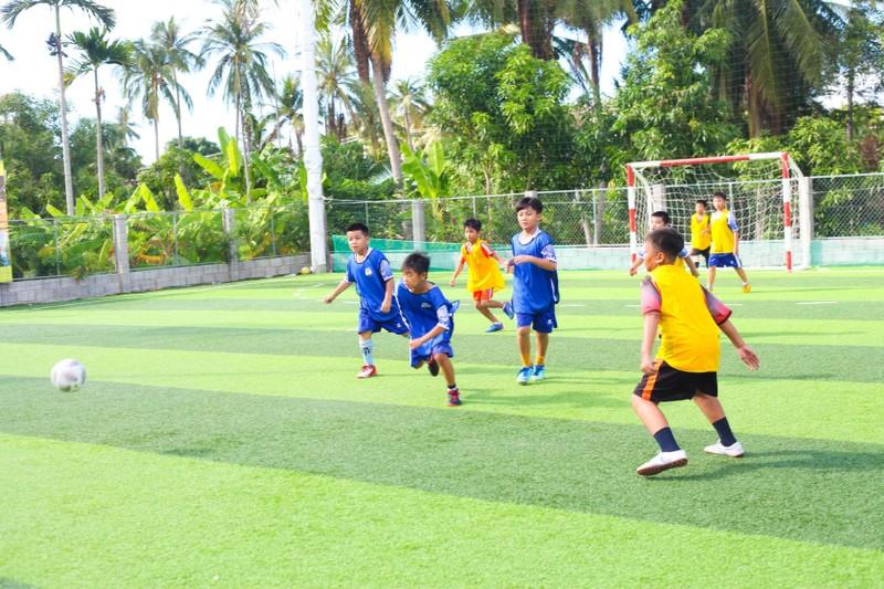Vui khỏe với lớp bóng đá Lê Thanh Phong - ảnh 8