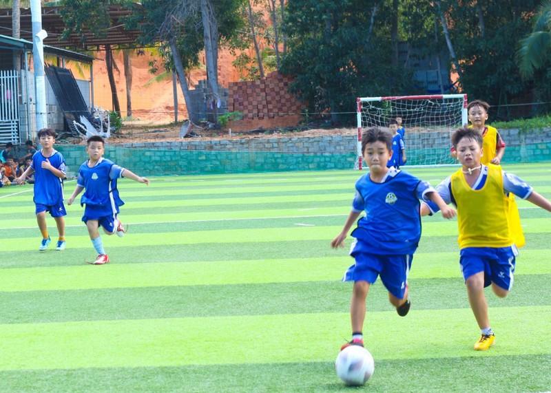 Vui khỏe với lớp bóng đá Lê Thanh Phong - ảnh 7