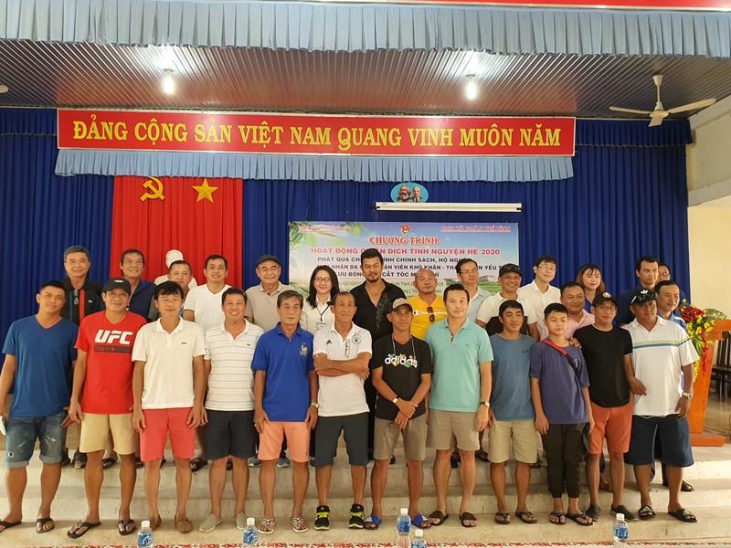 NSND Việt Anh và Hữu Nghị FC vui thiện nguyện ở Tây Ninh - ảnh 10