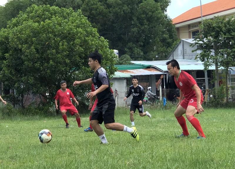 NSND Việt Anh và Hữu Nghị FC vui thiện nguyện ở Tây Ninh - ảnh 15