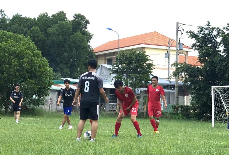 NSND Việt Anh và Hữu Nghị FC vui thiện nguyện ở Tây Ninh - ảnh 17