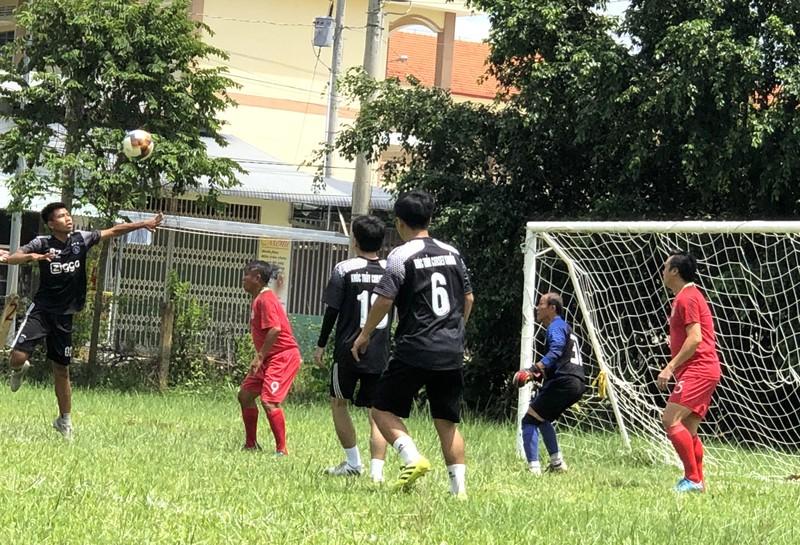 NSND Việt Anh và Hữu Nghị FC vui thiện nguyện ở Tây Ninh - ảnh 18