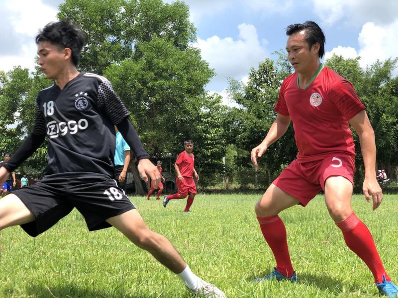 NSND Việt Anh và Hữu Nghị FC vui thiện nguyện ở Tây Ninh - ảnh 19