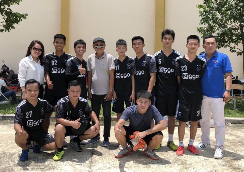 NSND Việt Anh và Hữu Nghị FC vui thiện nguyện ở Tây Ninh - ảnh 21