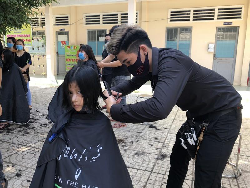 NSND Việt Anh và Hữu Nghị FC vui thiện nguyện ở Tây Ninh - ảnh 12
