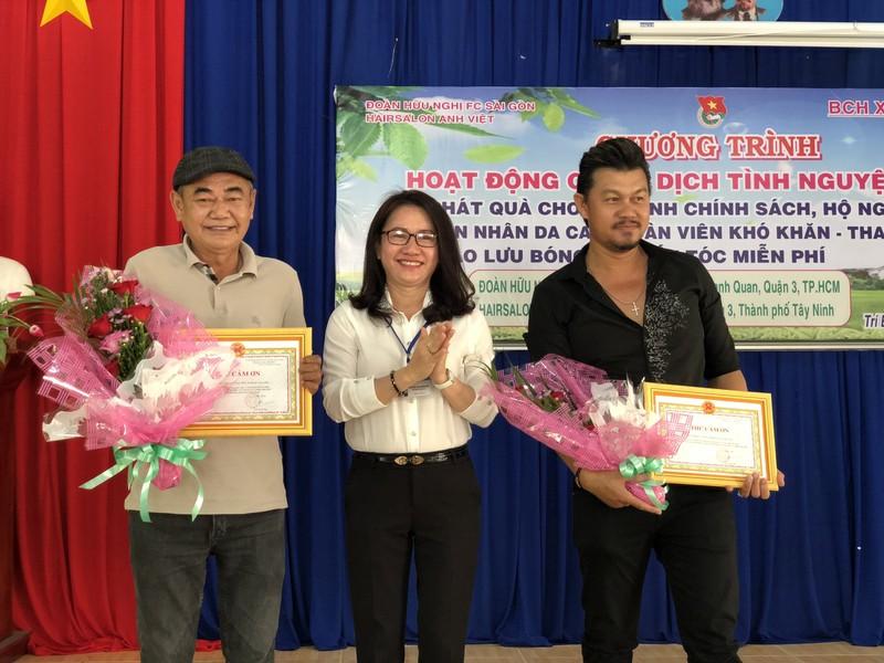 NSND Việt Anh và Hữu Nghị FC vui thiện nguyện ở Tây Ninh - ảnh 3