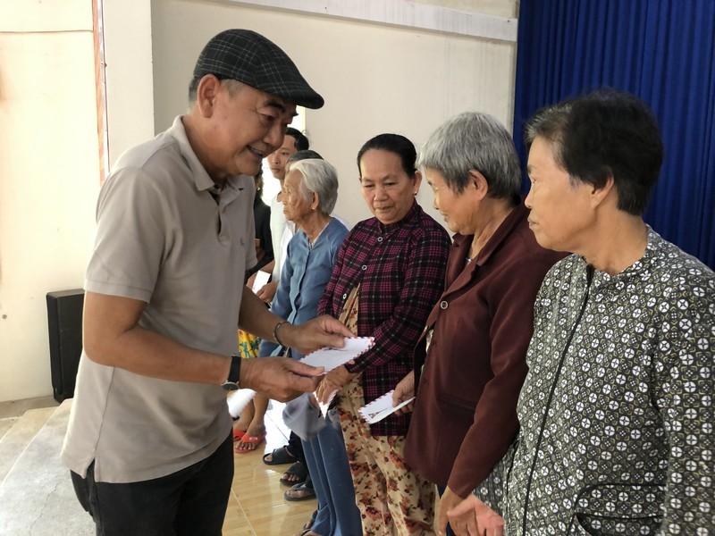 NSND Việt Anh và Hữu Nghị FC vui thiện nguyện ở Tây Ninh - ảnh 4
