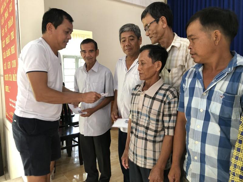 NSND Việt Anh và Hữu Nghị FC vui thiện nguyện ở Tây Ninh - ảnh 6