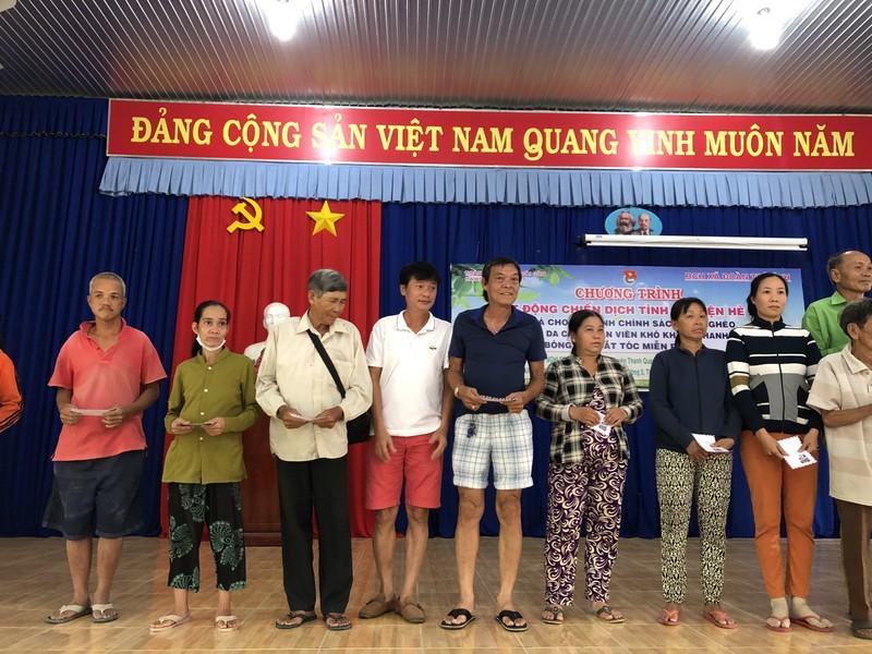 NSND Việt Anh và Hữu Nghị FC vui thiện nguyện ở Tây Ninh - ảnh 8