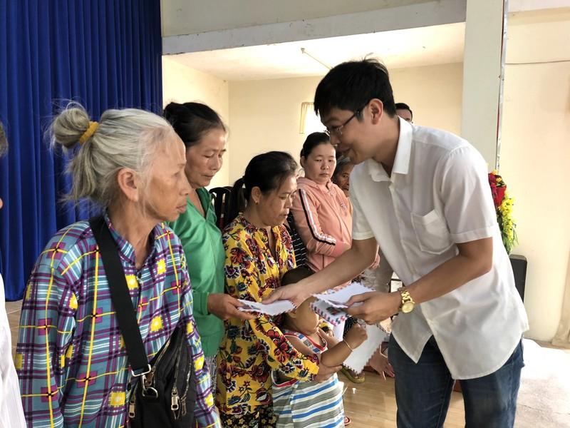 NSND Việt Anh và Hữu Nghị FC vui thiện nguyện ở Tây Ninh - ảnh 7