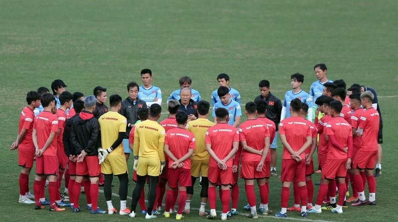 Ông Park vừa tập trung đội tuyển, FIFA tạm dừng World Cup 2022 - ảnh 1