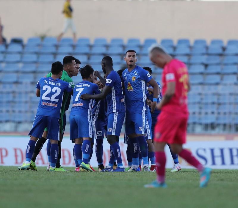 VPF khó 'ép' các đội V-League đá sân trung lập - ảnh 2