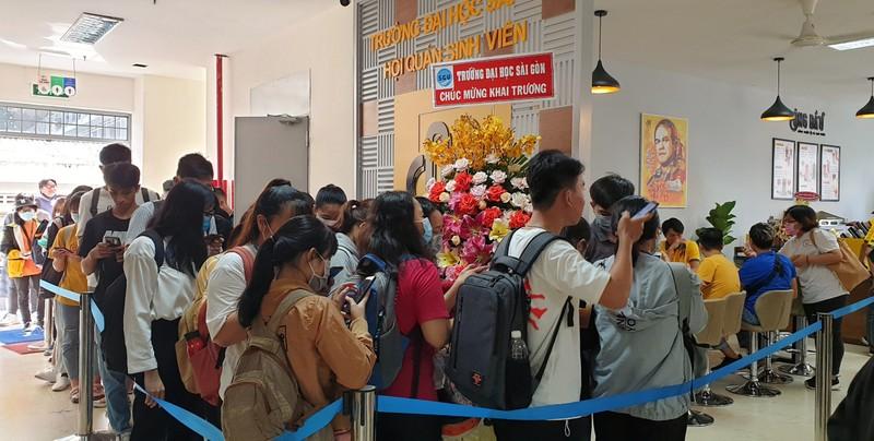 Sinh viên Văn Toàn, Tuấn Anh bán cà phê Ông Bầu cho sinh viên - ảnh 2